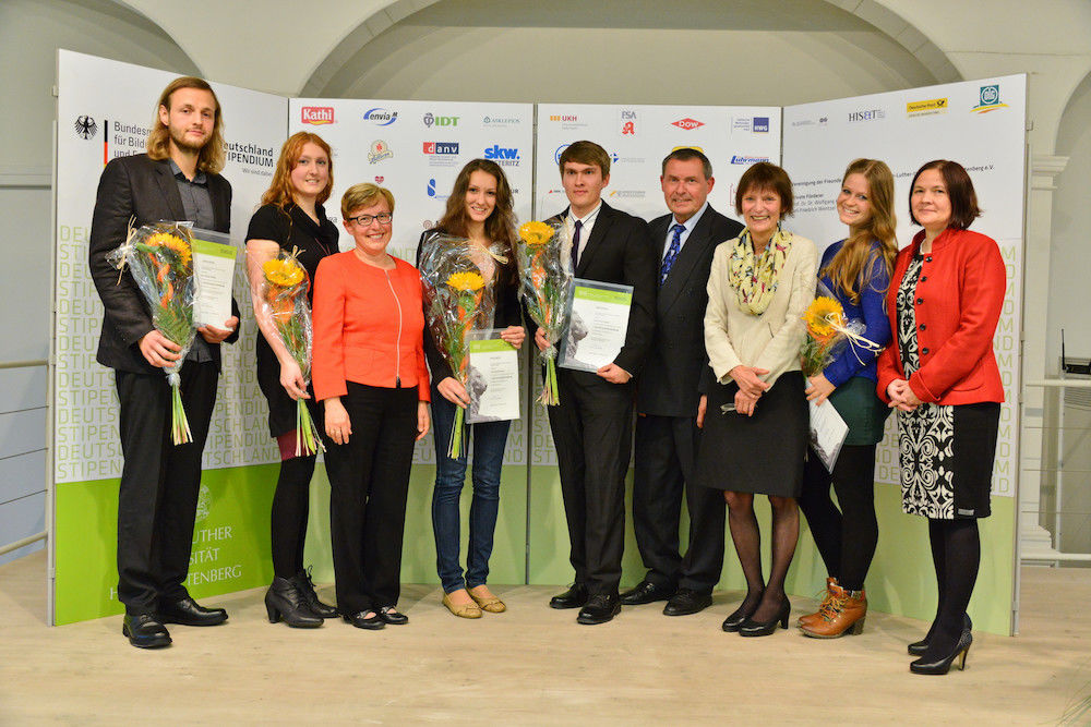 Recipients receive Germany Scholarships of  the Association of Friends and Sponsors of the University (VFF), Institut für Unternehmensforschung und Unternehmensführung (ifu) and the Chamber of Commerce and Industry Halle-Dessau (IHK)