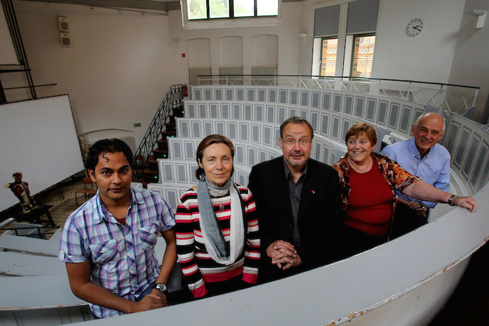 Medical student Thakur Acharya (left) is one of the beneficiaries of the HauS Association. From right to left: board members Prof. Dr. Bernd Fischer, Christina Begenau, Johann Hinrich Witzel and Dr. Margarete Wein.