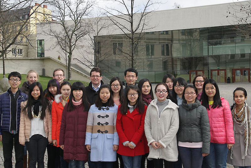 Law students from Chongqing with fellow students and Prof. Dr. Christian Tietje.