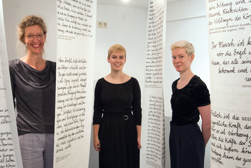 Christiane Holm with students Maria Junker and Marlene Milla Woschni (from left) in the Klopstockhaus